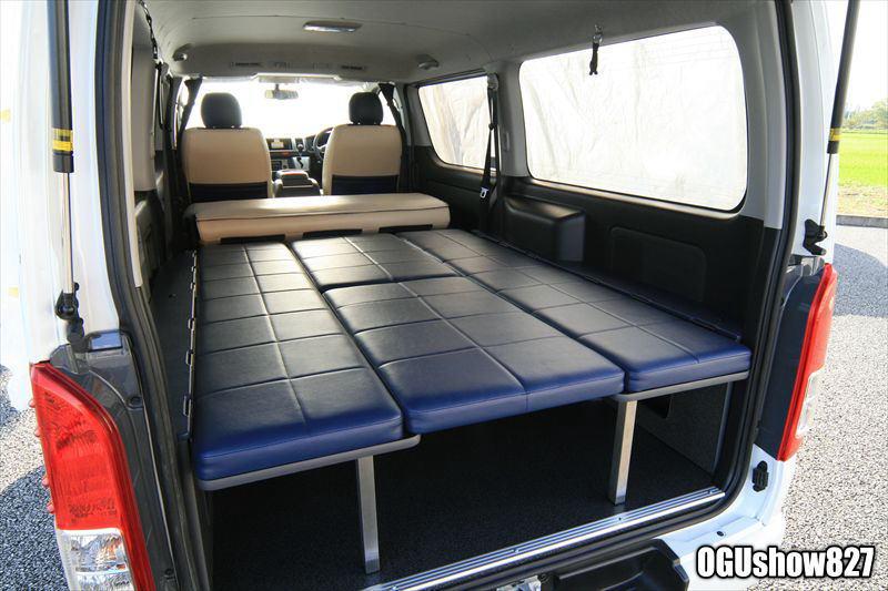 ハイエース 両面跳ね上げベッドで車中泊も快適に!