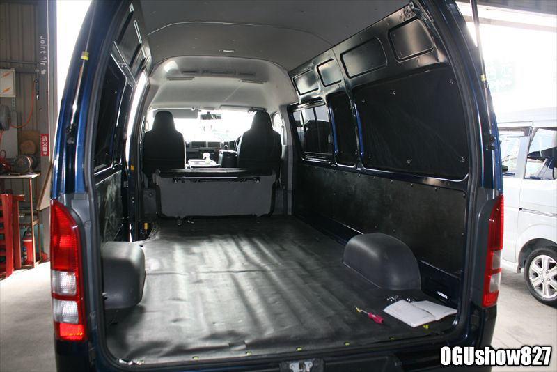 ハイエース スーパーロングDX 福岡より床貼り加工のため入庫です