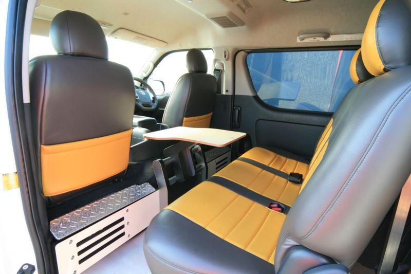 オグショー827プロデュース GLADフットレストパネル&クランプテーブル ハイエースセカンドシート用テーブル