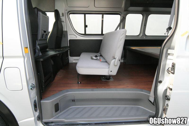 フルフラットベッド搭載 ハイエースサーフィントランポ これから家族でキャンプに車中泊も楽しもう!