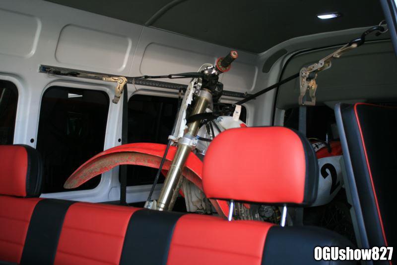 ハイエース バイク積載トランポ オートクルーズ取付で長距離移動も楽々!