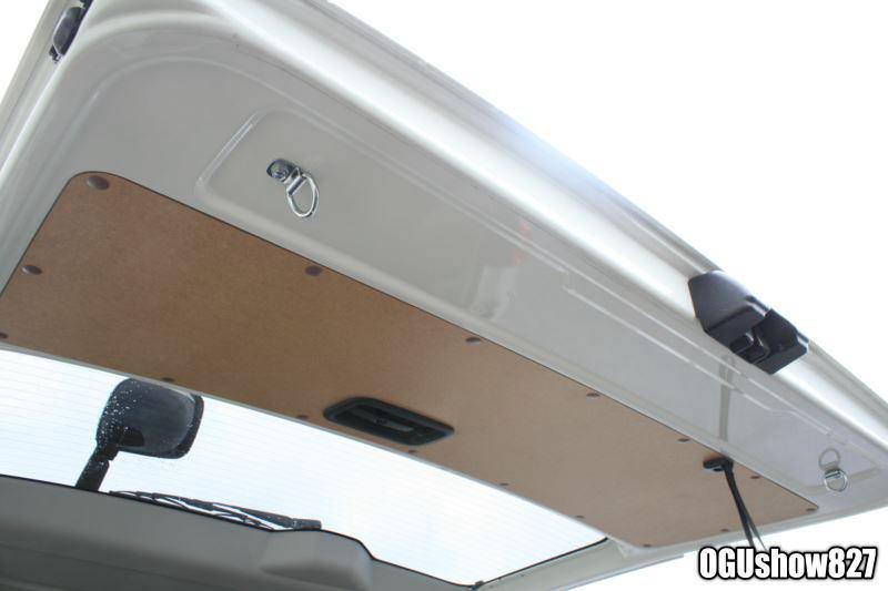 ハイエース スーパーロング 自転車ストライダー積載トランポ 床貼り加工トレーフック取付