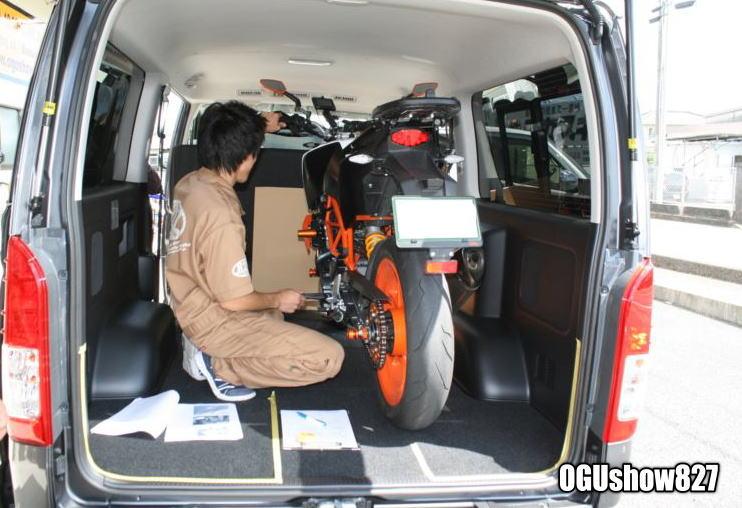 ハイエース 両面跳ね上げベッド搭載 バイク積載トランポ 福岡のオーナー様へ納車