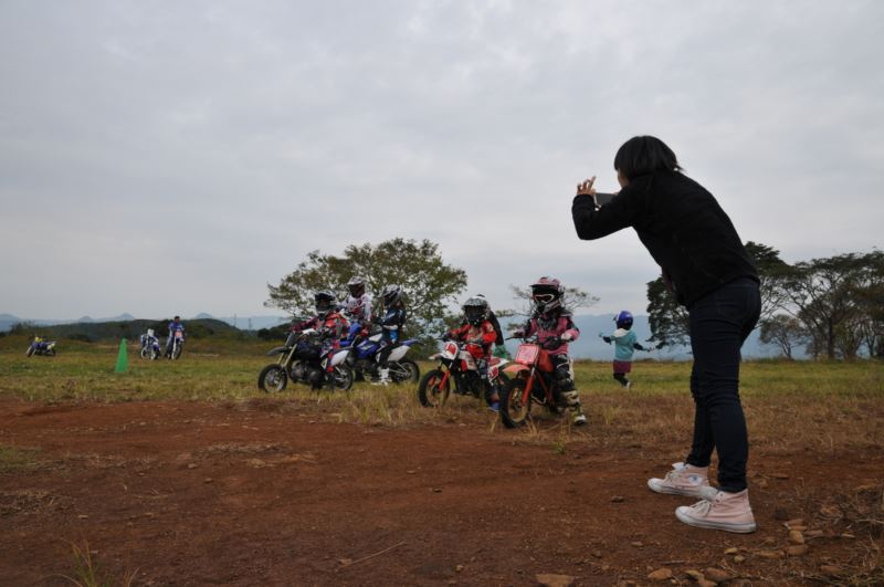 ハイエース バイクも積めるシンプルキャンパーに乗って 鹿児島寺山牧場へ