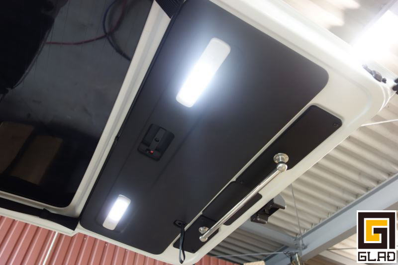 ハイエースリアゲートにLED照明増設