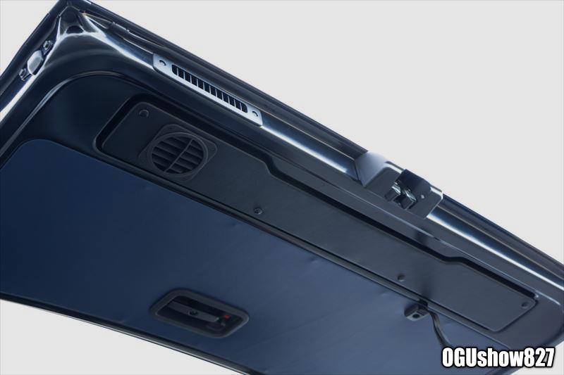 ハイエースDXバン 車内の換気にリアゲートファン フロア床貼り シートカバー パネルトリム加工