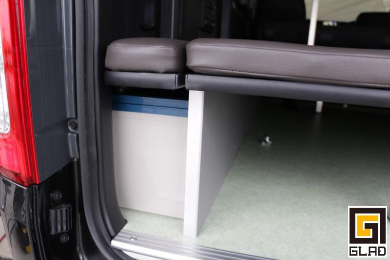 片面2段ベッドGLADステップベッド搭載 バイクも積めて家族で車中泊&キャンプも楽しめるハイエーストランポ