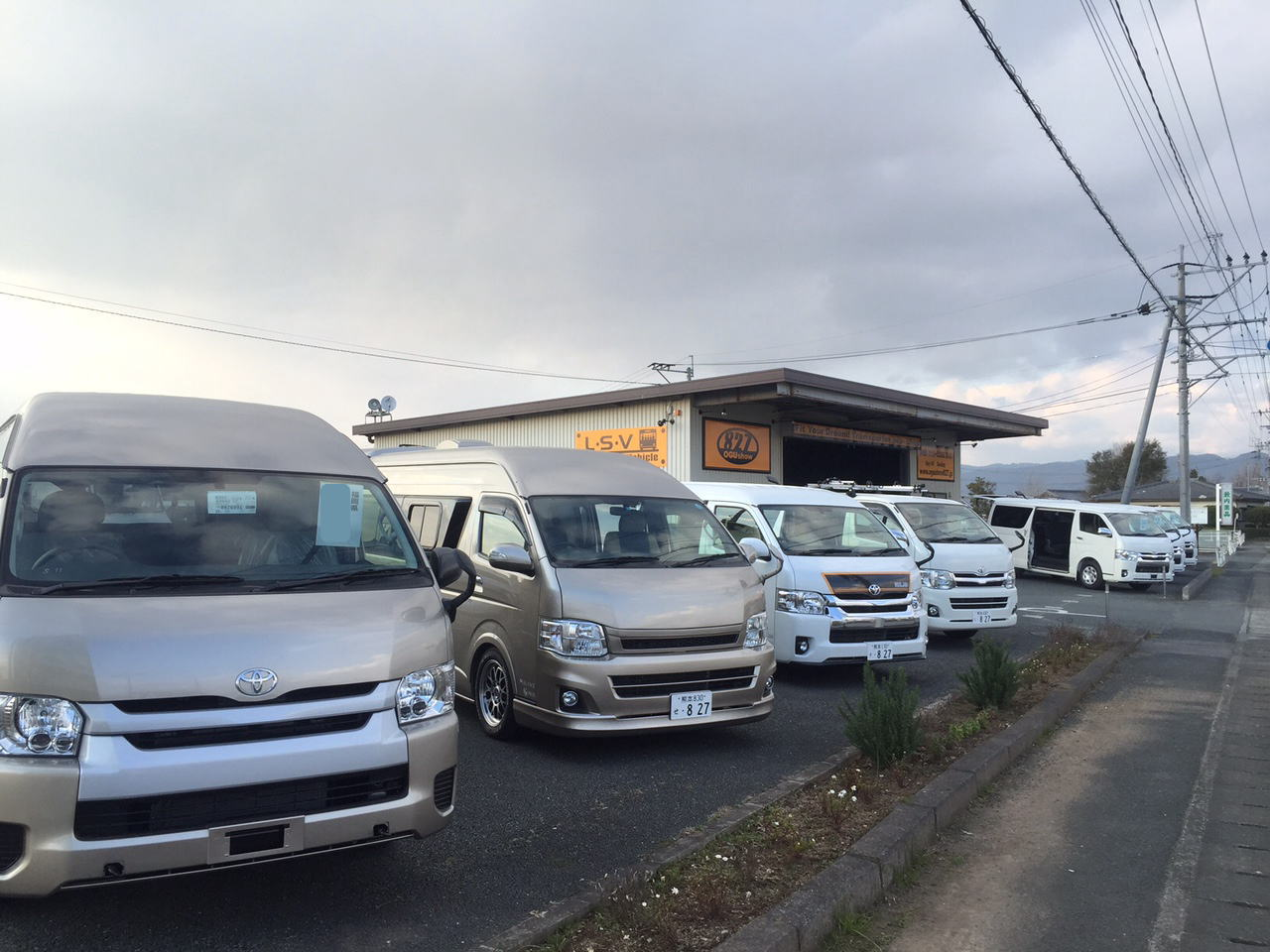 ハイエースキャラバン続々入庫中!九州熊本のトランポ専門店オグショー827