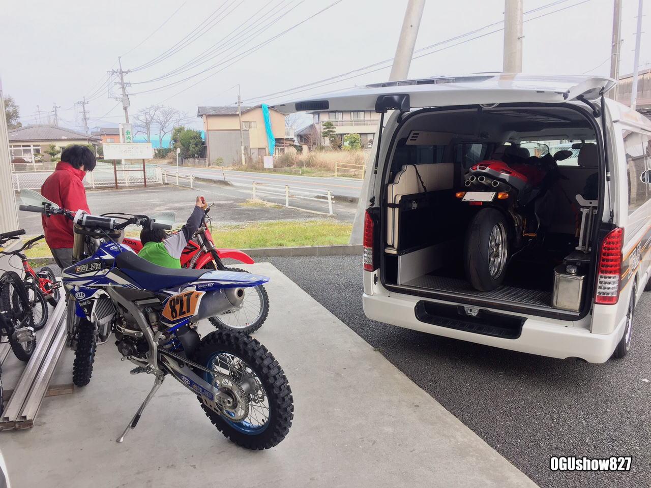 片面2段ベッドステップベッド搭載ハイエースデモカーにオフロードバイクを積んでHSR九州に行きますよ!
