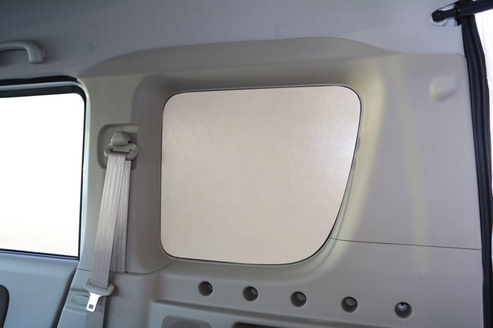 エブリイ窓埋めパネル