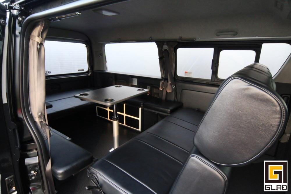ハイエース GLAD Gブロックベッド 対面シート 昇降式ポールテーブル
