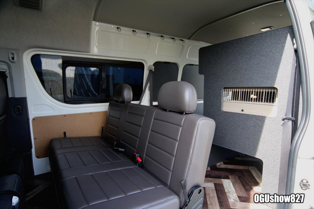 ハイエース トランポ 犬ゲージ棚 ドッグショー フレンチブルドッグ オーダー棚 床貼り ベッド