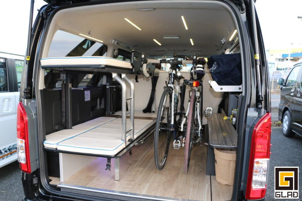 片面2段ベッドステップベッド搭載 GLADデモカーに自転車積載
