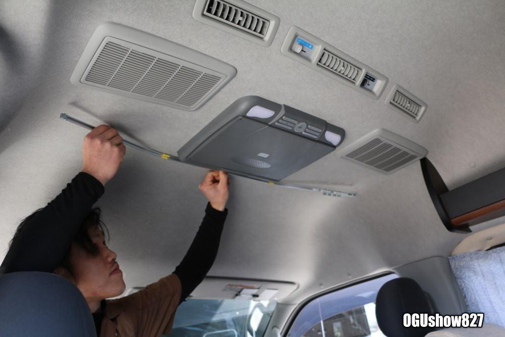 ハイエース キャンピングカー フリップダウンモニター付に間仕切りカーテン取付 オーダー加工もおまかせください オグショー827