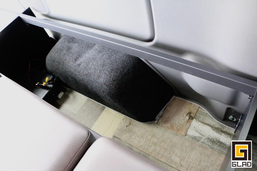 NV350キャラバン サーフィン キャンプ 車中泊 ベッド オグショー827 GLAD Gブロックベッドキット
