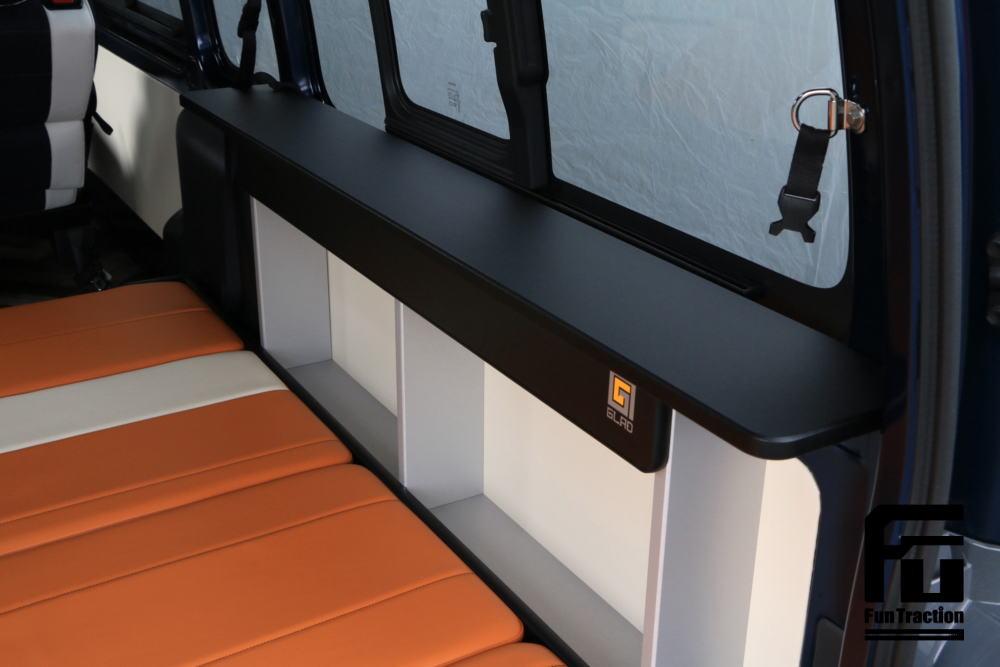ハイエース カウンターテーブル オフロードバイク積載トランポ 2段ベッド GLADステップベッド搭載 車中泊 キャンプ