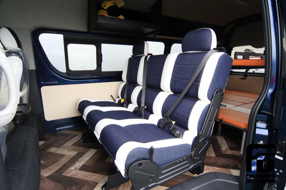 ハイエース オフロードバイク積載トランポ ベッドにもなるシート 対面シート 車中泊 キャンプ