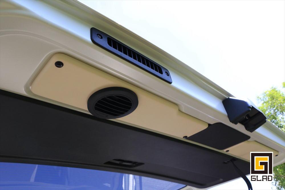 ハイエースS-GL 片面2段ベッド GLADステップベッド搭載 バイク ワンコ 車中泊 トランポ リアゲートファン
