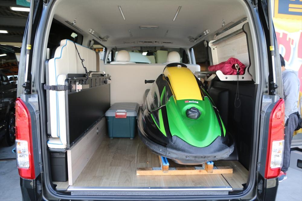 ハイエース ステップベッドで車中泊 ジェットスキー積載トランポ