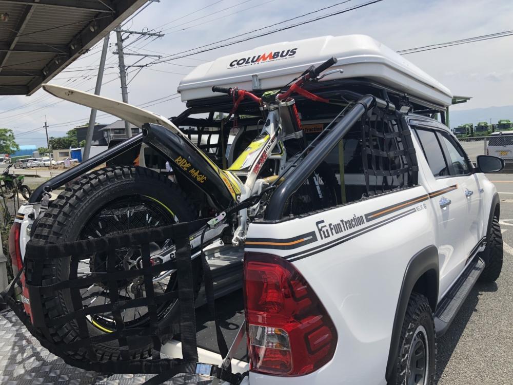 トヨタハイラックスにトライアルバイク積載 ピックアップ トランポ
