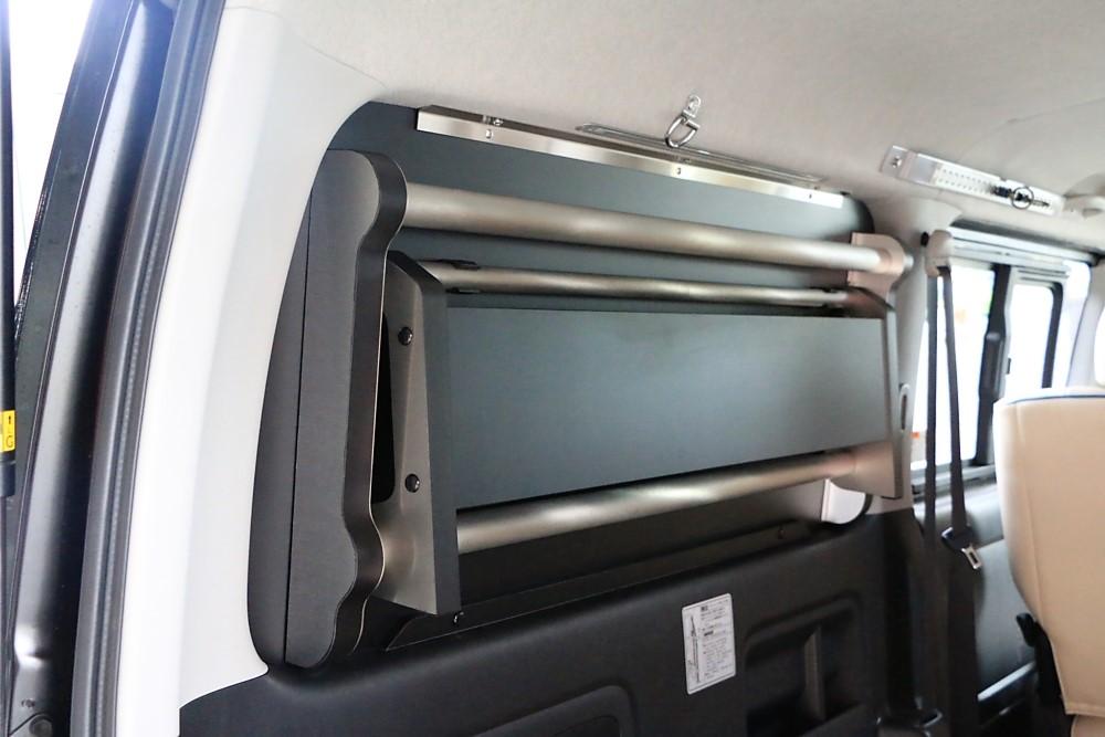 GLADスイングトレー 窓埋めパネル一体型の収納トレー バイクトランポ