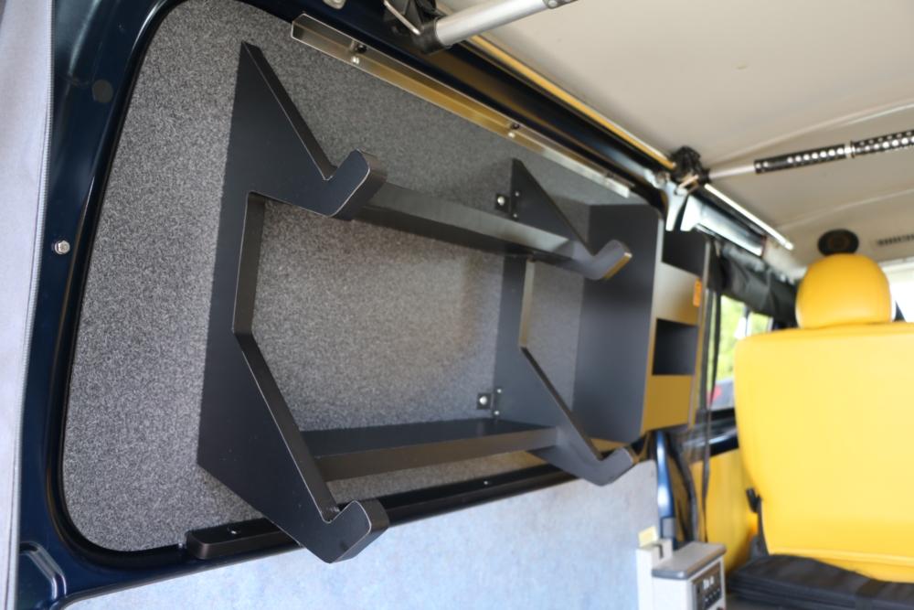 ハイエース 窓埋めパネル一体型の収納ラック