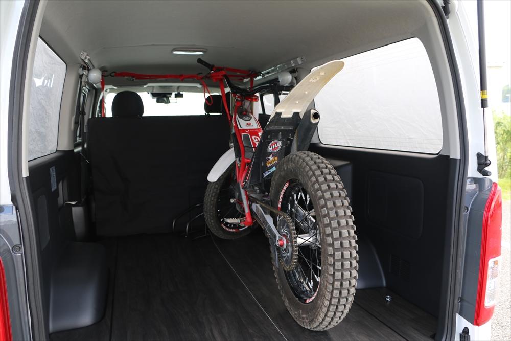ハイエースフロアパネル床貼りバイク