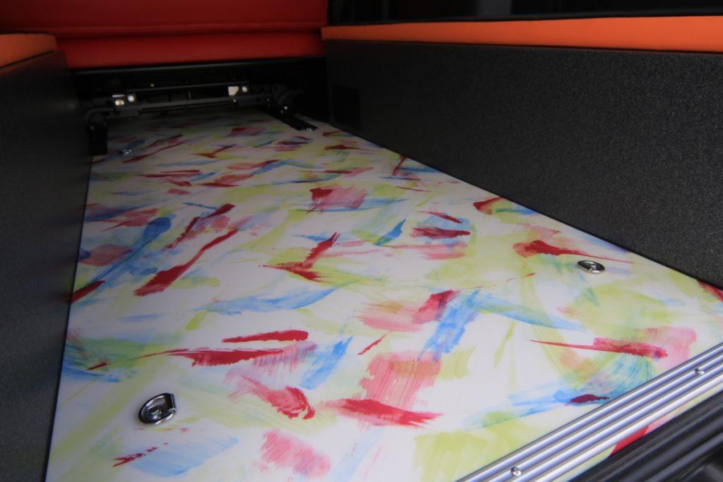 床貼り加工ハイエース50周年アニバーサリートランポ