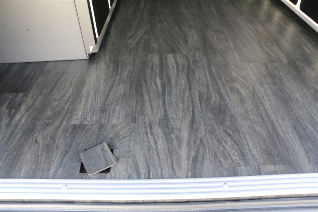 床貼り加工ハイエース