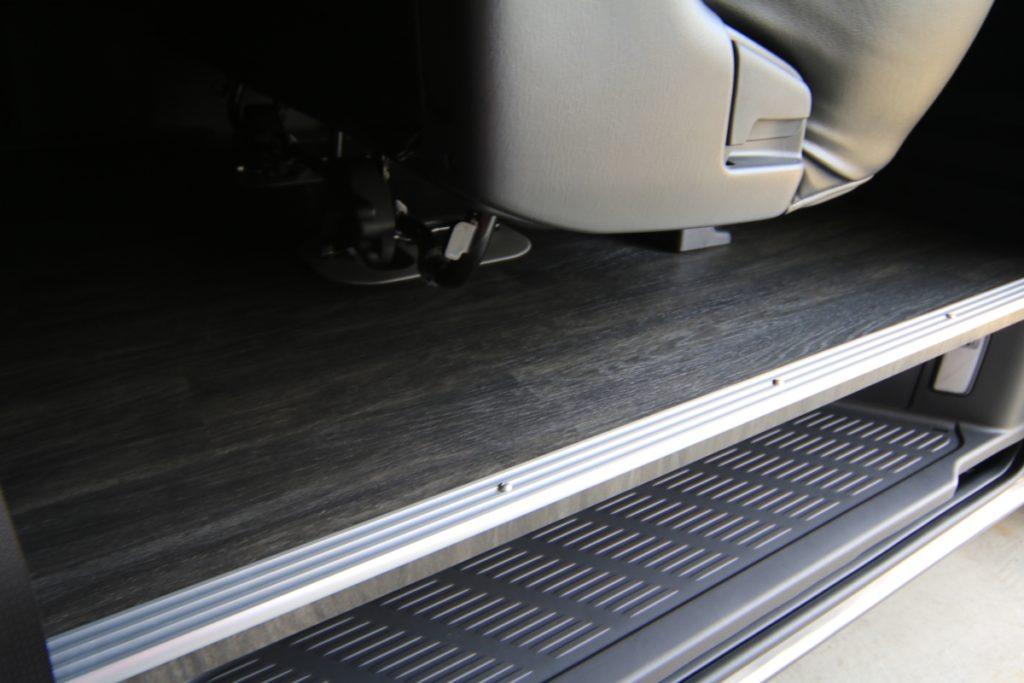 ハイエース床貼り加工ステップ
