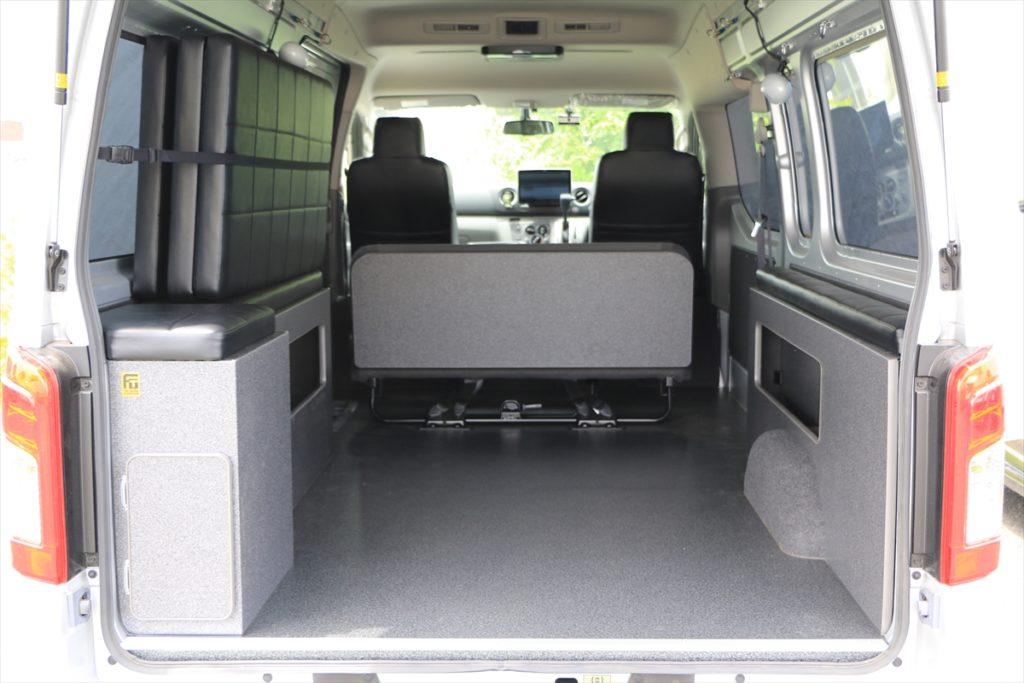 床貼り加工NV350キャラバン