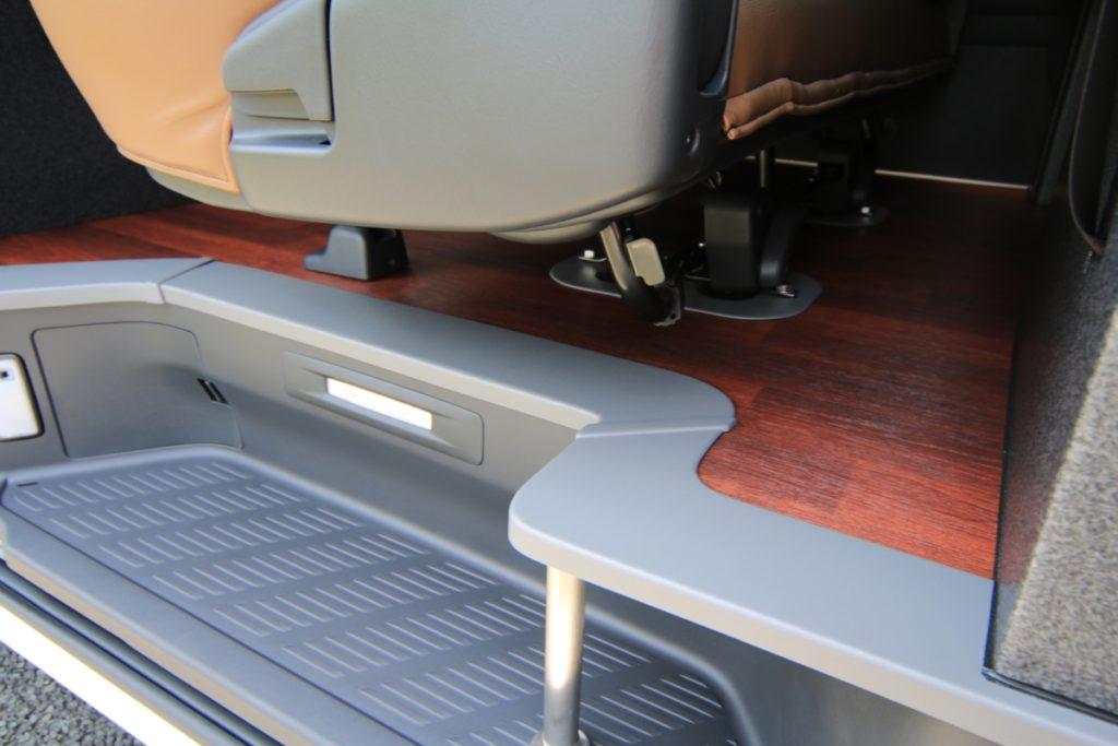 ハイエースフルフラットベッド ゴルフバッグ自転車積載したまま車中泊 床貼り加工