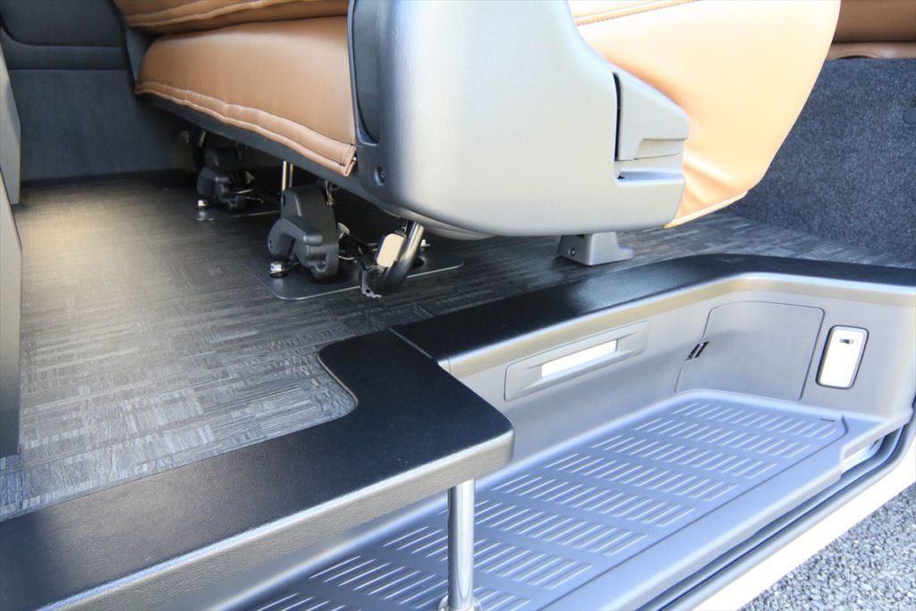 ハイエース キャンプ車中泊 サーフィントランポ 床貼り加工