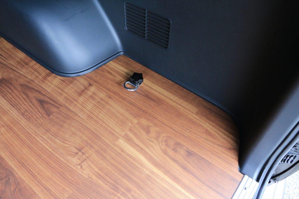 ハイエース 床貼り加工