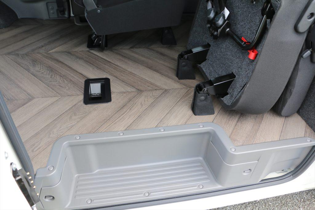 NV350キャラバン 床貼り加工 バイク