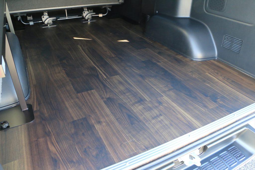 ハイエース床貼り加工ワンフリップベッド