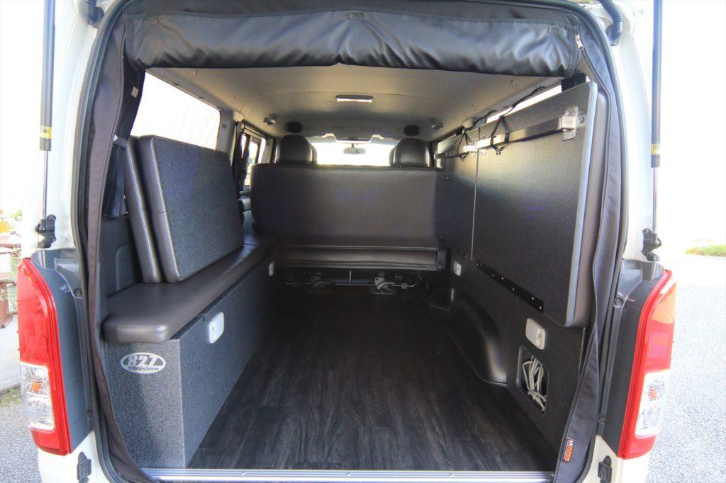 跳ね上げベッドで車中泊できるハイエースSGL標準ボディ