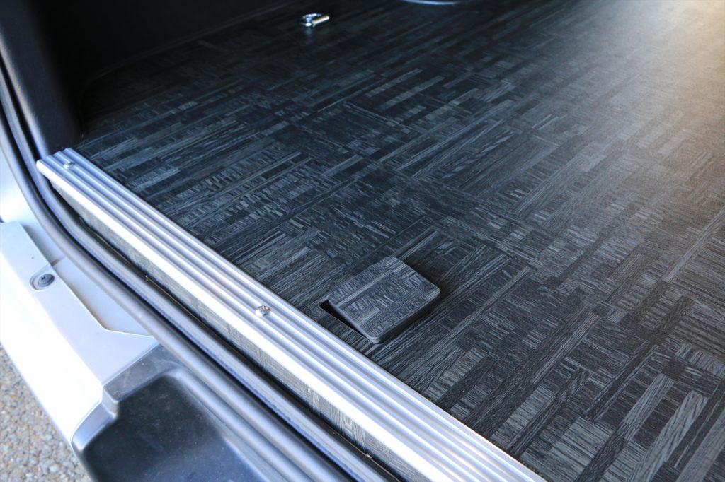 ハイエース床貼り加工