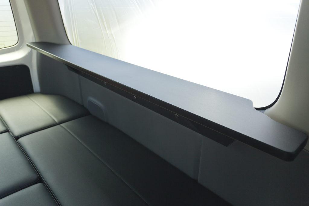 NV350キャラバンサイドテーブル