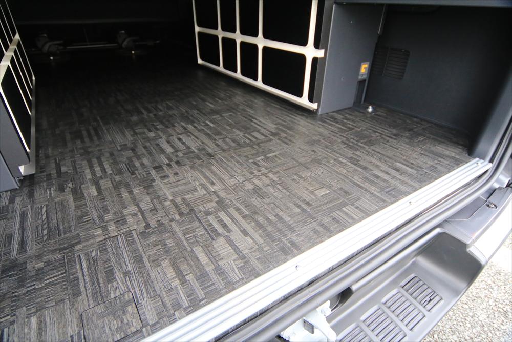 ハイエース床貼り加工ブロックウッド
