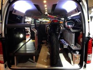 GLAD デモカー 片面2段ベッド搭載のバイク積載トランポ
