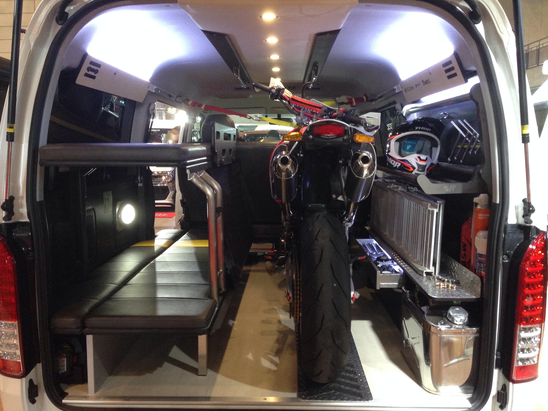2段ベッド搭載のバイク積載トランポ GLADデモカー