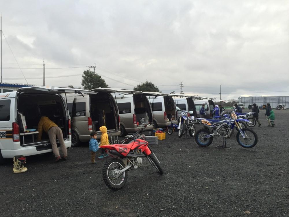 ハイエースにバイクを積んでHSRエンジョイエンデューロにオグショー827の愉快な仲間たちとともに参加しました!