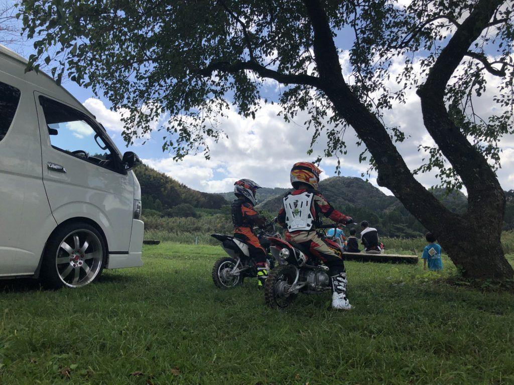 ハイエースにオフロードバイクを積んで鹿児島へ!車中泊!