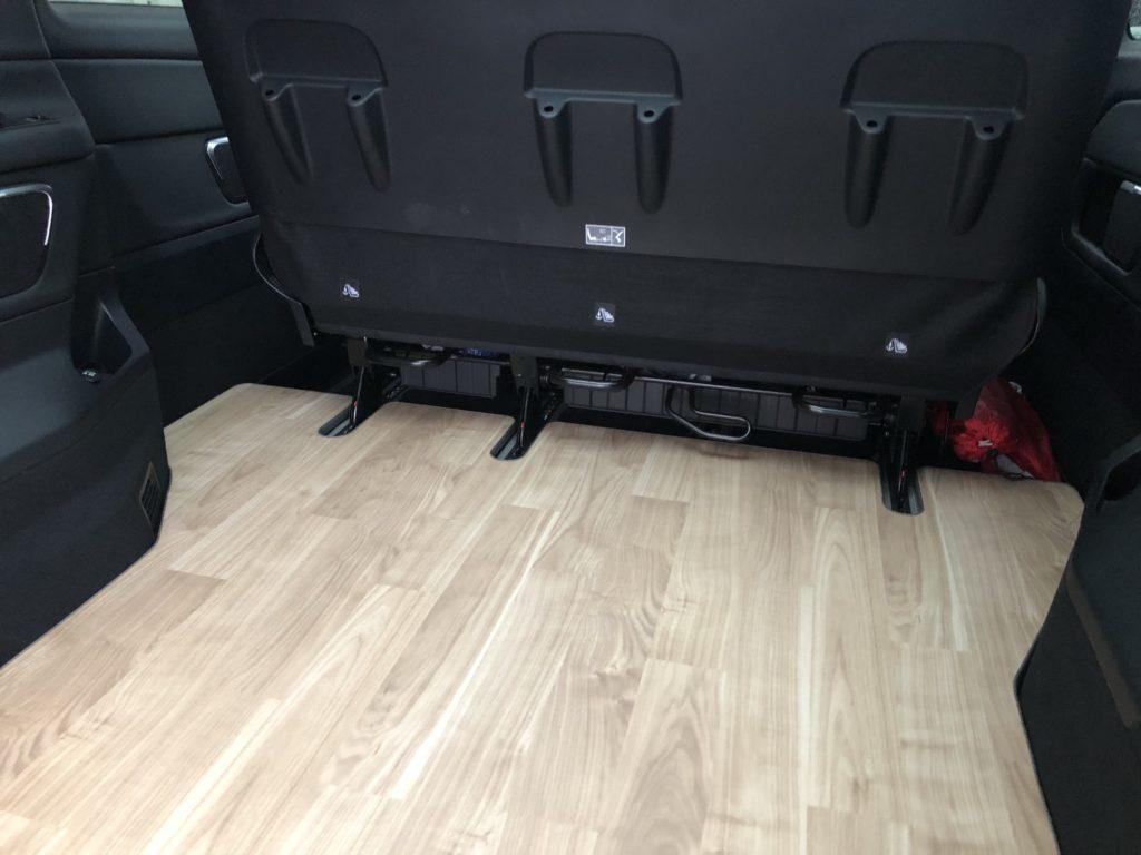メルセデスベンツV220dに床パネル製作